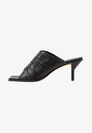 GEORGIA RUCHED MULE - Pantofle na podpatku - black