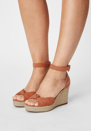 MAIDA PEACH - Sandály na platformě - spice