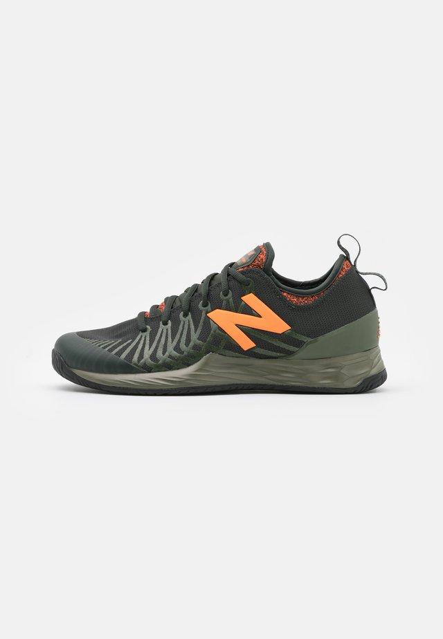 LAV FRESH FOAM - Buty tenisowe uniwersalne - black/orange
