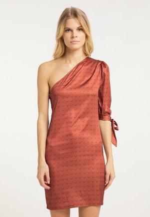 Sukienka etui - dark rust