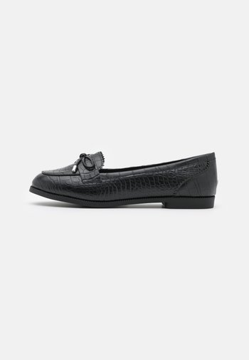 WIDE FIT JOEY CROC BOW LOAFER
