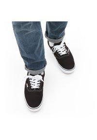 Vans - UA COMFYCUSH ERA - Sneakers - black - 0