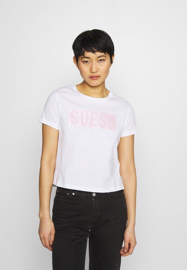 ADRIA TEE - T-shirt z nadrukiem - true white