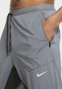 Nike Performance - ELITE PANT - Tracksuit bottoms - smoke grey/dark smoke grey - 5