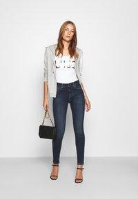 Liu Jo Jeans - MODA - T-shirt print - bianco ottico - 1
