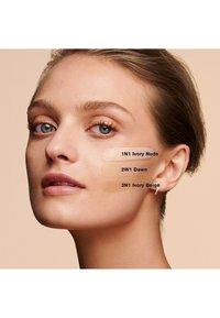 ESTÉE LAUDER - DOUBLE WEAR STAY-IN-PLACE MAKEUP SPF10 30ML - Foundation - 1N1 ivory nude - 2