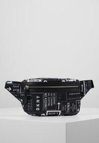 DKNY - CASEY - Rumpetaske - black/white - 0