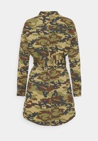 Missguided - CAMO PRINT TIE WAIST DRESS - Shirt dress - khaki - 1
