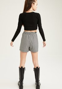 DeFacto - Shorts - black - 1