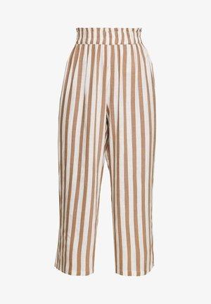 ONLASTRID CULOTTE PANTS  - Bukse - cloud dancer/beige stripes