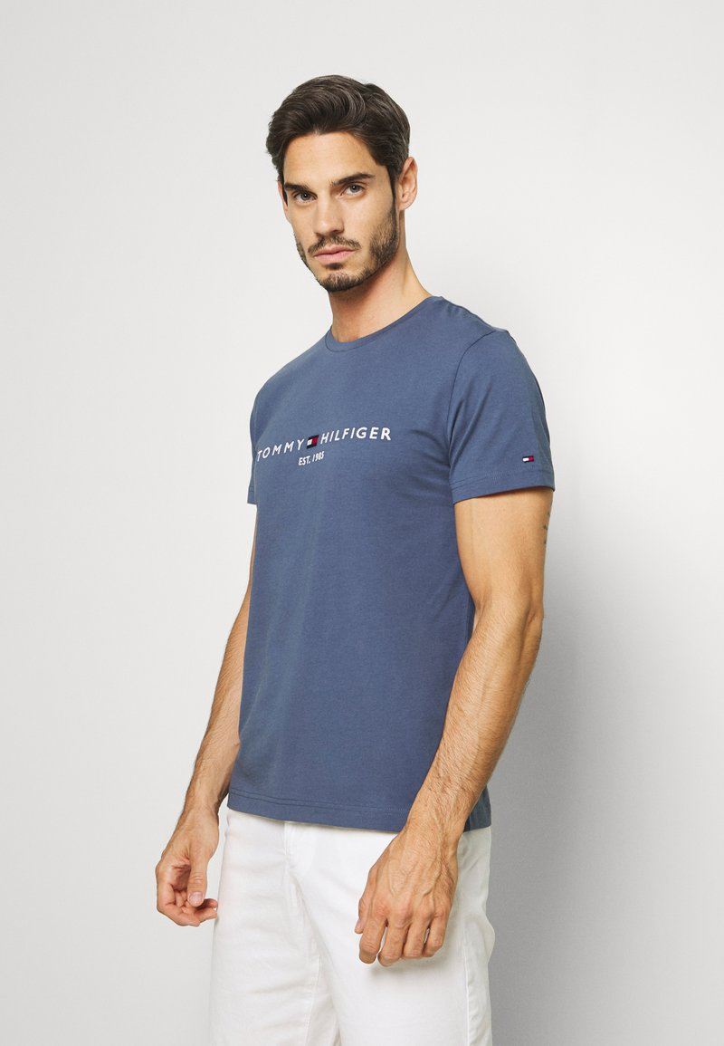 Tommy Hilfiger - LOGO TEE - T-shirt con stampa - blue