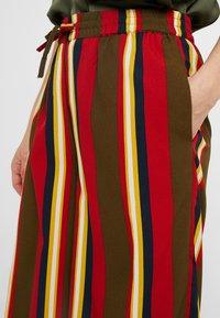 Noisy May Petite - NMGAIA CULOTTE PANTS - Trousers - kalamata - 4