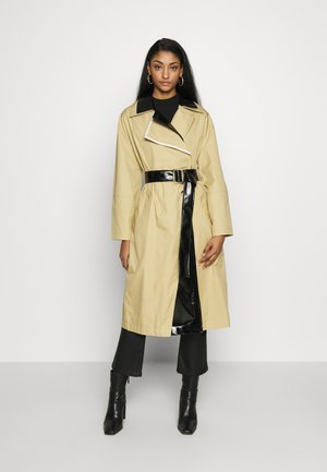 DUBBIE LAYER - Trenchcoat - multi