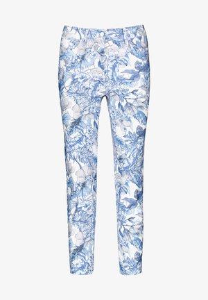 MIT BLUMENMUSTER REGUL - Slim fit jeans - blue/white