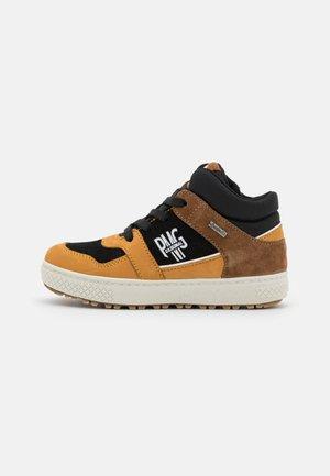 Sneakers hoog - senape/nero