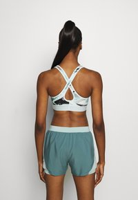 Under Armour - MID CROSSBACK BRA - Sujetador deportivo - seaglass blue