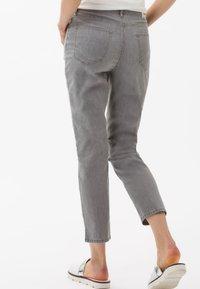 BRAX - STYLE MARY  - Straight leg jeans - light grey - 2