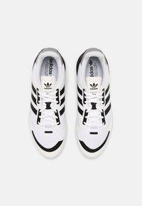 adidas Originals - ZX 1K BOOST UNISEX - Matalavartiset tennarit - white/black/silver - 3