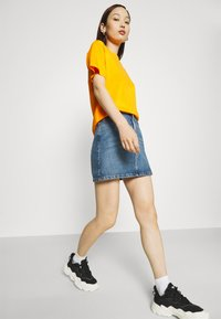 Fila - EARA TEE - T-shirt basic - flame orange - 3