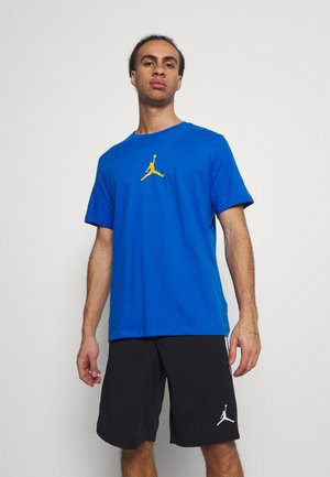 JUMPMAN CREW - Camiseta estampada - signal blue/university gold
