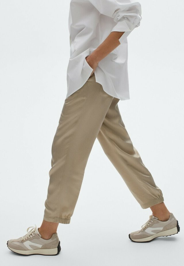 MIT BUNDFALTEN  - Trousers - beige