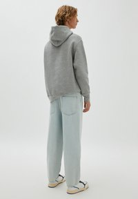 PULL&BEAR - Relaxed fit jeans - light-blue denim - 2