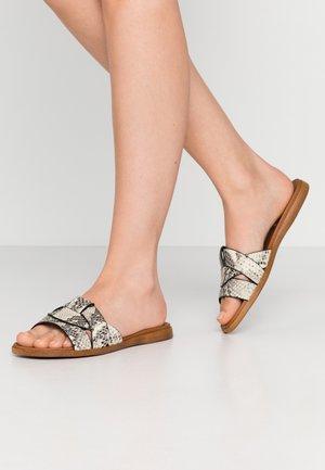 VIVIEN - Pantofle - natural