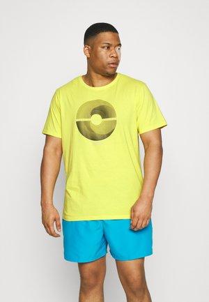 PATCH POCKET TEE - Print T-shirt - yellow