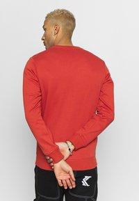 Urban Classics - BASIC CREW - Sweatshirt - burnedred - 2