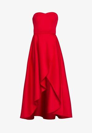 TRUE VIOLET BARDOT WRAP HIGH LOW DRESS - Cocktailjurk - red