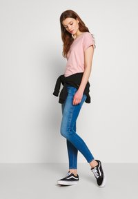 ONLY - ONLCORAL CUT - Jeans Skinny Fit - medium blue denim - 1