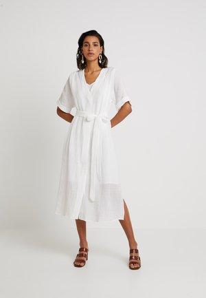 YASMIKA MIDI DRESS - Denní šaty - star white