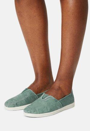Scarpe senza lacci - albahaca