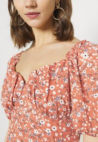 Missguided - MILKMAID SKATER DRESS FLORAL - Kjole - pink - 6