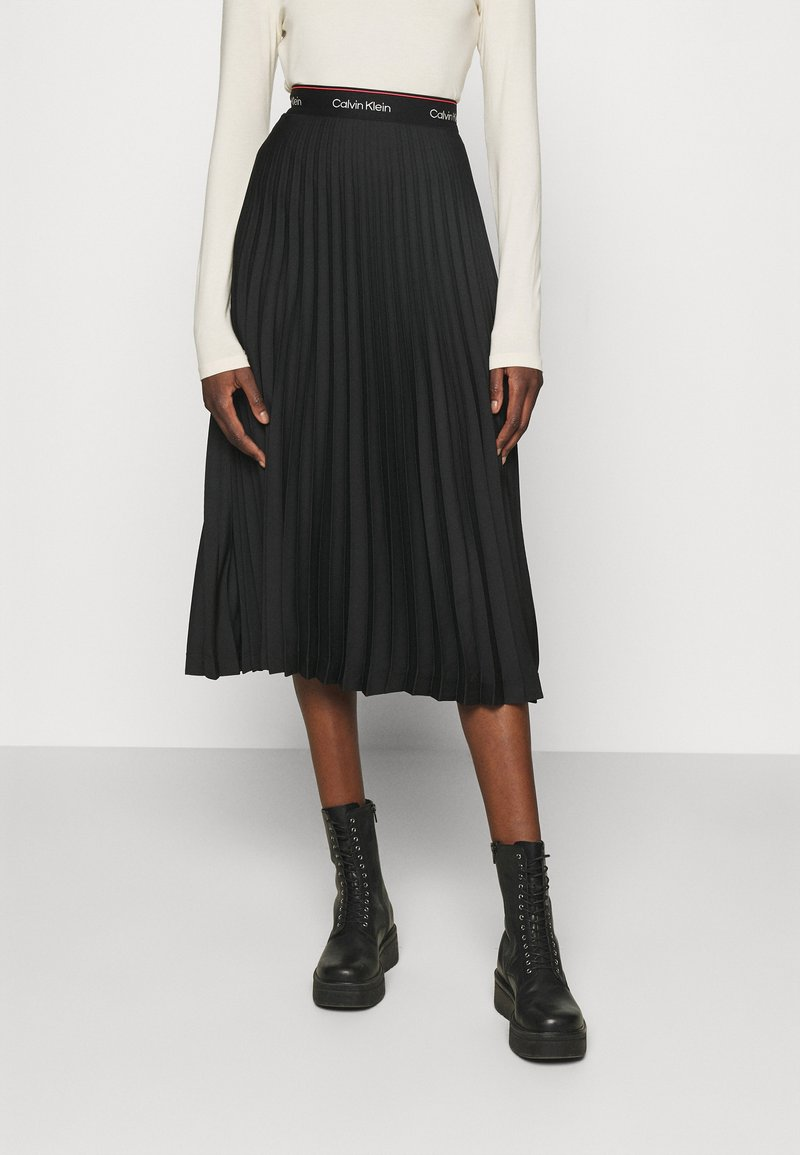 Calvin Klein - LOGO WAISTBAND PLEAT SKIRT - Jupe plissée - black