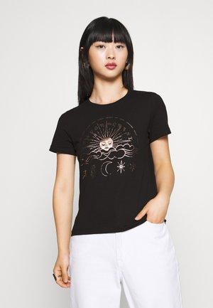 ONYRANDI LIFE - T-shirt con stampa - black