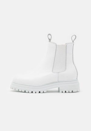 Platform ankle boots - white