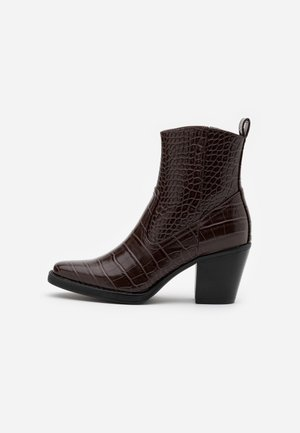 ONLBELIZE STRUCTUR HEELED BOOT - Classic ankle boots - brown