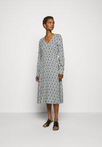 Libertine-Libertine - BLOOM - Denní šaty - blue - 0
