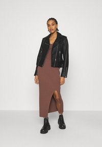 Forever New - ALIZA CAMI TANK - Top - chocolate - 1