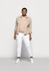 New Look Curves - CAMBODIA - Džíny Straight Fit - white - 1