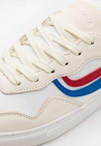 Genesis - SOLEY UNISEX - Sneakersy niskie - white/red/blue - 5