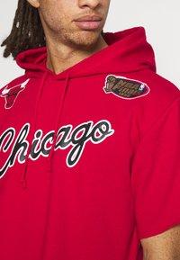 Mitchell & Ness - NBA CHICAGO BULLS GAMEDAY HOODY - Sweatshirt - red/scarlet - 4