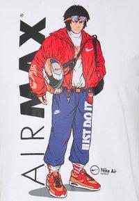 Nike Sportswear - TEE MANGA HYPEMAN - Print T-shirt - white - 5