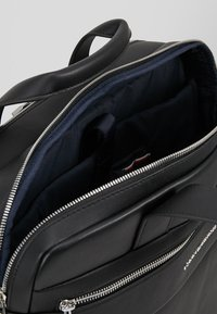 Tommy Hilfiger - NOVELTY MIX WORKBAG - Aktovka - black - 4