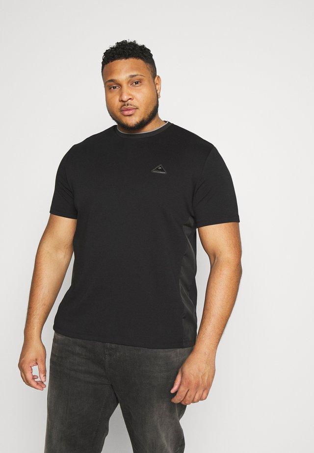 PANEL BADGE TEE - Basic T-shirt - black