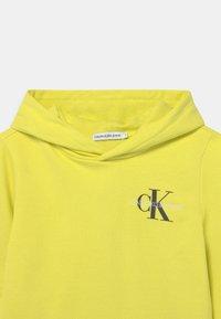 Calvin Klein Jeans - SMALL MONOGRAM HOODIE UNISEX - Sweat à capuche - yellow - 2