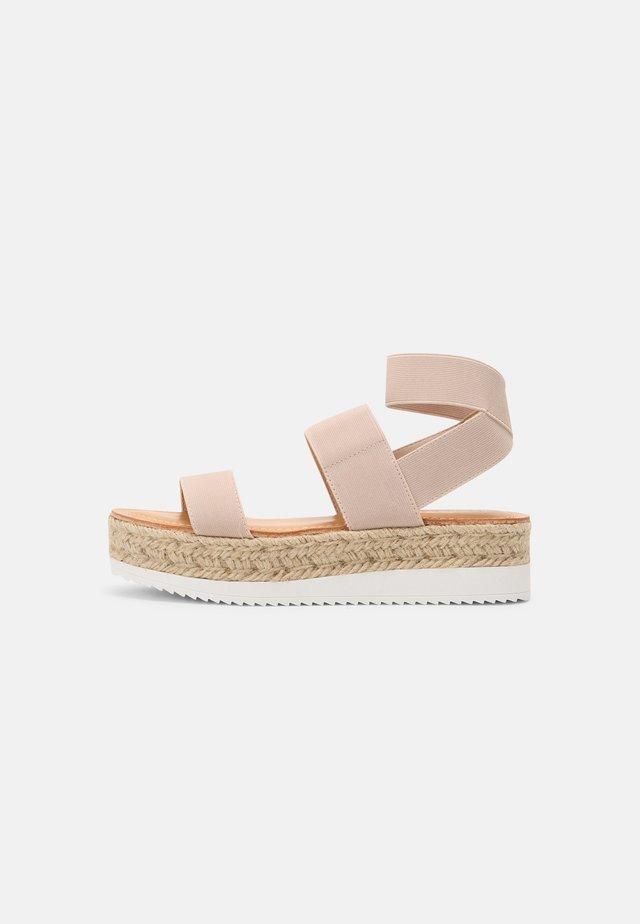 BREE - Sandały na platformie - nude