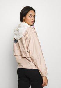 Nike Sportswear - Windbreaker - shimmer/pale ivory/fire pink - 3