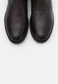 Marc O'Polo - CHELSEA BOOT - Kotníkové boty - anthracite - 4